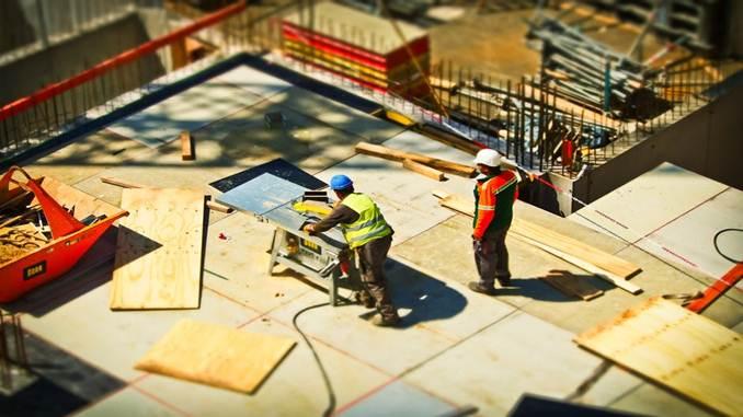 Laporan keuangan Perusahaan Tbk bidang Konstruksi