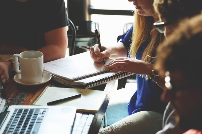 bagaimana cara membuat catatan atas laporan keuangan?