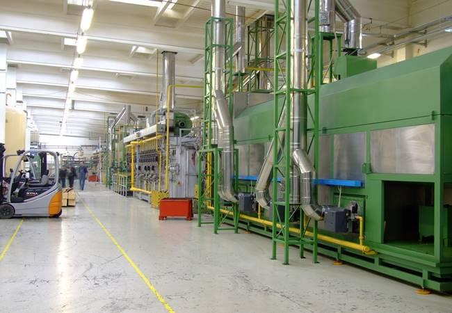 Proses Produksi di Pabrik