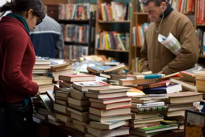 Kerja Sampingan Berjualan Buku