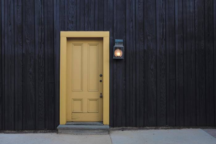 Pintu Bangunan