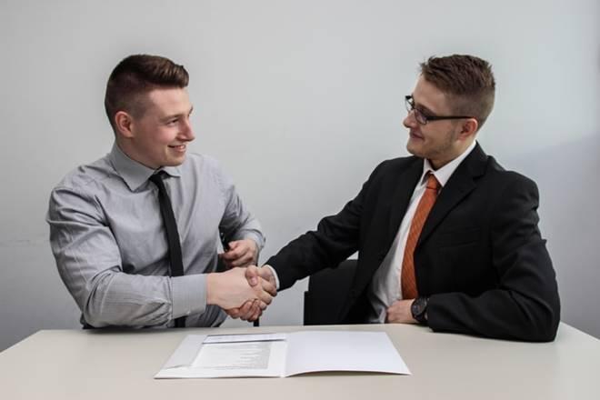 rekruitmen karyawan utang